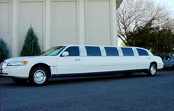 Stretched 12 Passenger Lincoln Limo
